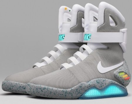 Self-Lacing-Nike-Mag