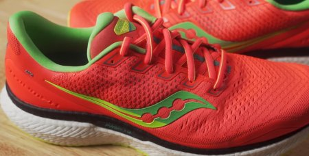 saucony-triumph-18-running-shoes